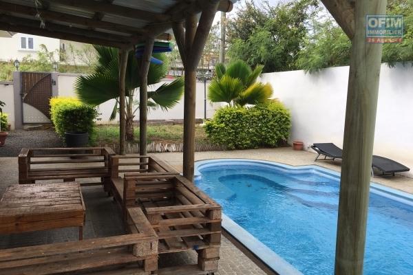 Location belle villa neuve T4 avec piscine non loin des commodités à Trou aux Biches.