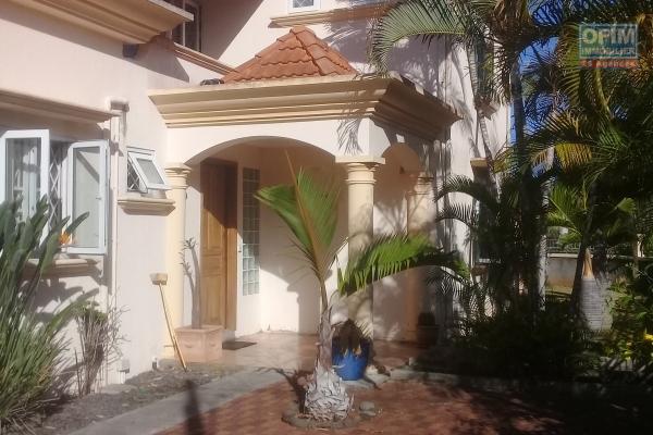 Vente très jolie villa F5 meublée de 223 m2 proche du lagon à Pointe aux Piments.