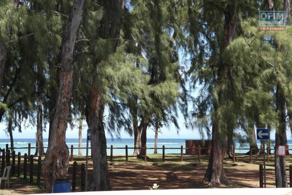 Tamarin à louer charmant appartement de 2 chambres + bureau situé dans une résidence sécurisée équipée de 2 piscines communes.