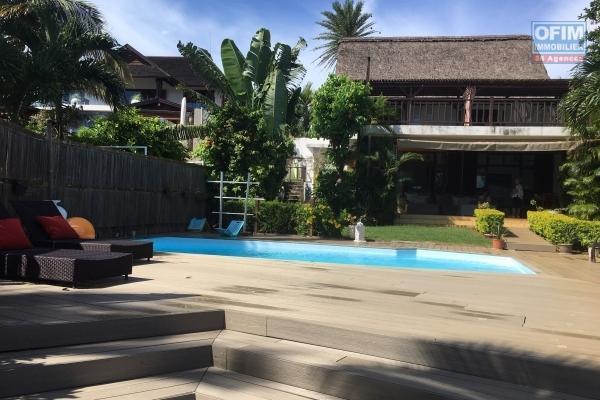 A louer superbe villa les pieds dans l'eau à Pereybère.