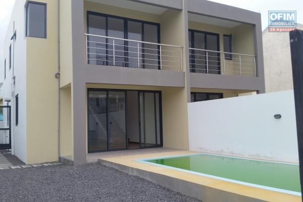 Flic en Flac à vendre villa neuve à finir 3 chambres en suite dans domaine sécurisé au calme.