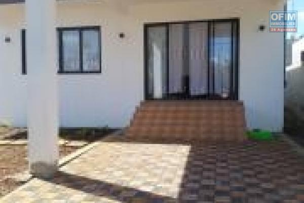 Flic en Flac à louer charmante villa 2 chambres avec un jardin arboré et clos proche plage.