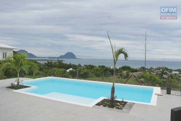 Rivière Noire à vendre charmante villa 3 chambres et 1 bureau, décorée avec goût, une vue époustouflante, piscine et jardin. Située dans un quartier sécurisée,  résidentiel au calme.