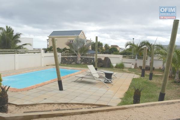 Albion à louer récente et agréable villa 4 chambres avec piscine située dans un quartier résidentiel et calme.
