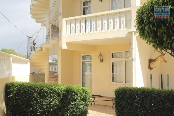 Albion à louer appartement 2 chambres avec parking  privé et sécurisé, au calme à 5 minutes de la plage et des commerces.