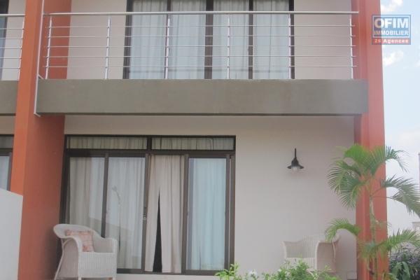 Flic en Flac location d'un triplex de  3 chambres avec piscine et vue dégagée sur Flic en Flac