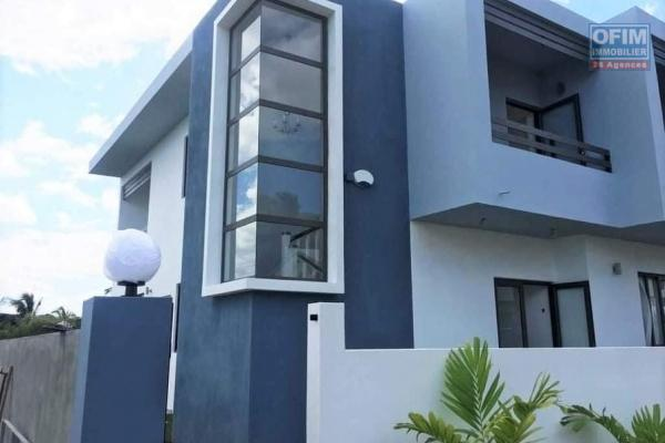 Tamarin à louer spacieuse maison semi-meublée de 4 chambres à coucher, située dans un quartier résidentiel.