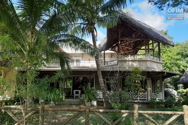 Tamarin location belle villa contemporaine avec piscine dans un domaine sécurisé.