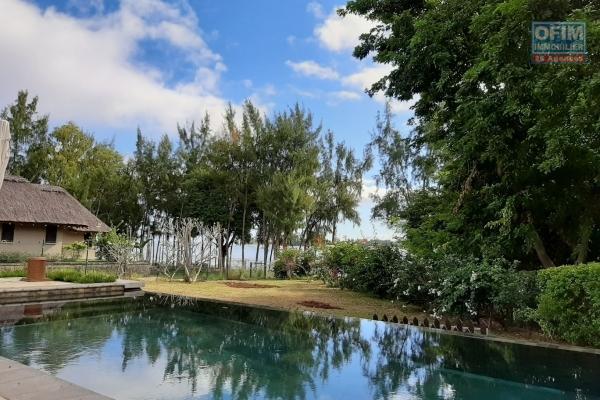 Rivière-Noire à louer splendide villa de 4 chambres située à proximité de la plage.
