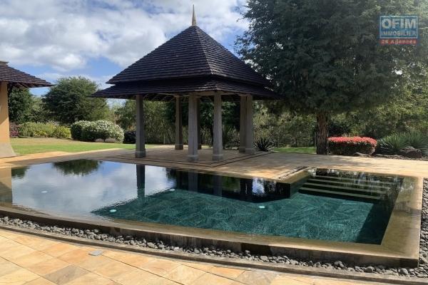 Rivière Noire à louer belle villa contemporaine avec une splendide vue dans un morcellement sécurisé, 4 chambres avec piscine et un immense terrain.