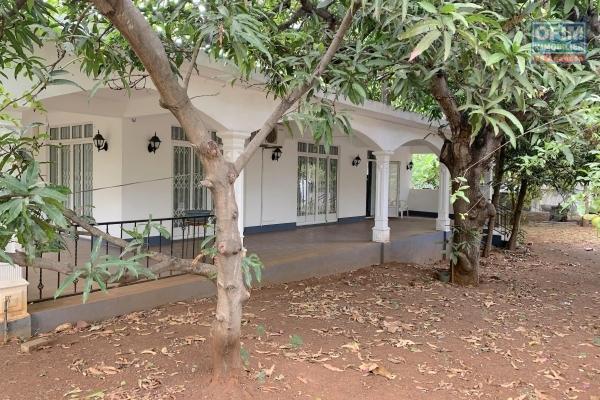 Pointe aux sables à vendre villa meublée de plain-pied 3 chambres sur 843M2 de terrain proche plage au calme.