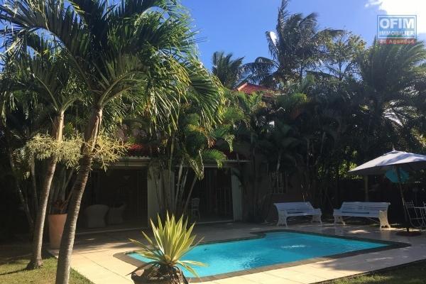 A louer une villa de 4 chambres avec piscine à Trou aux Biches.