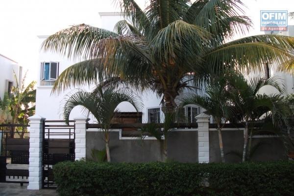 Immense villa à louer dans Flic en Flac dans un quartier résidentiel et paisible.