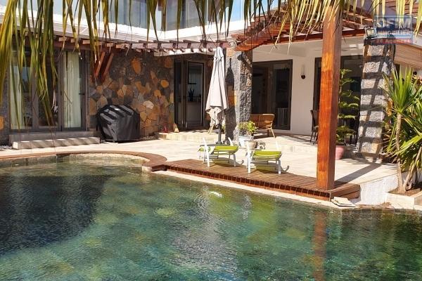 Villa 5 chambres et bureau , piscine et jardin arboré dans domaine privée et sécurisé à Mont Choisy