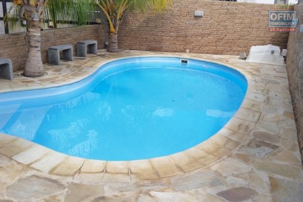 Location long terme pour Flic en Flac appartement moderne au rez-chaussé avec piscine
