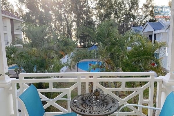 Flic en Flac à louer magnifique duplex refait à neuf 3 chambres avec piscine au bord de l'océan.
