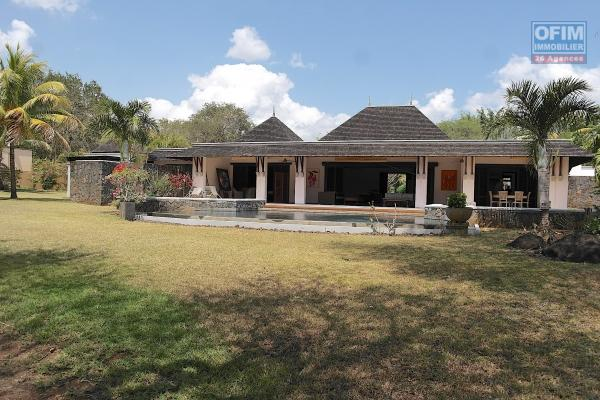 Tamarina à vendre luxueuse villa IRS 5 chambres avec piscine sur un golf à 2 pas de la plage