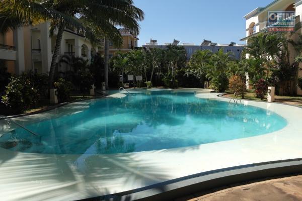 Flic en Flac à louer appartement 2 chambres climatisée avec piscine situé dans une jolie résidence sécurisée à deux pas de la plage.