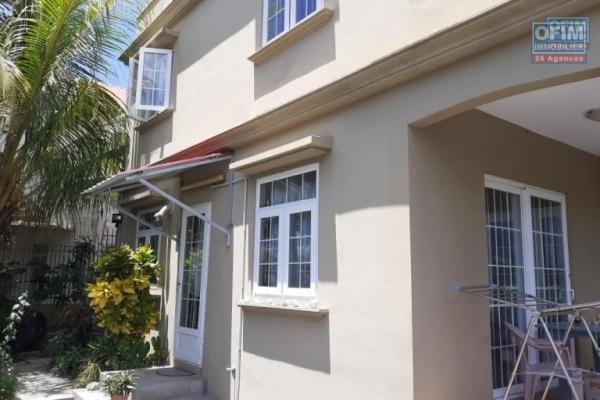 Maison individuelle à louer à long terme à Flic en Flac de 4 chambres dans un cartier calme. Disponible Mars 2021.
