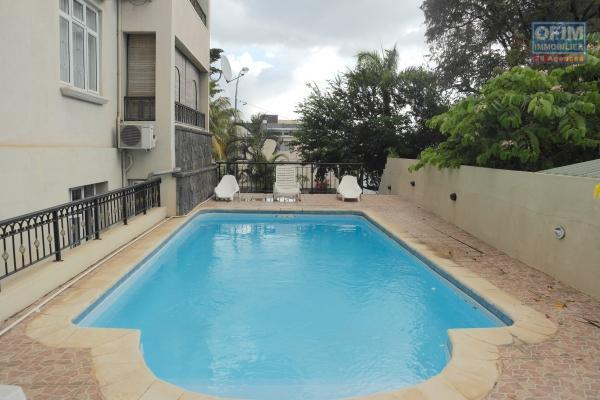 Flic en Flac à louer appartement 2 chambres situé au rez-de-chaussée d'une résidence sécurisée avec piscine à deux pas des commerces et de la plage.