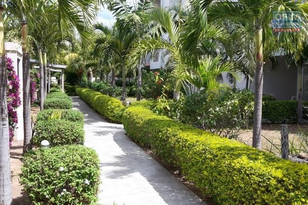 Flic en Flac à vendre appartement 3 chambres dans une résidence sécurisée avec piscine situé à 100 mètres de la plage.
