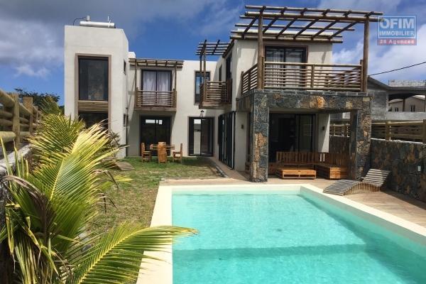 A vendre une villa neuve de 180 m2 habitable sur 429 m2 de terrain à Bain Bœuf (200M de la plage).