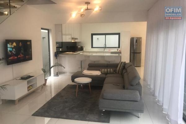 A vendre belle villa moderne et contemporaine 3 chambres à coté du domaine des Alizées à Grand Baie chemin 20 pieds.