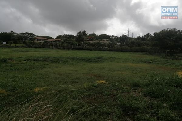A vendre magnifique terrain à Hillside Mapou dans une résidence haut de gamme et securisée.