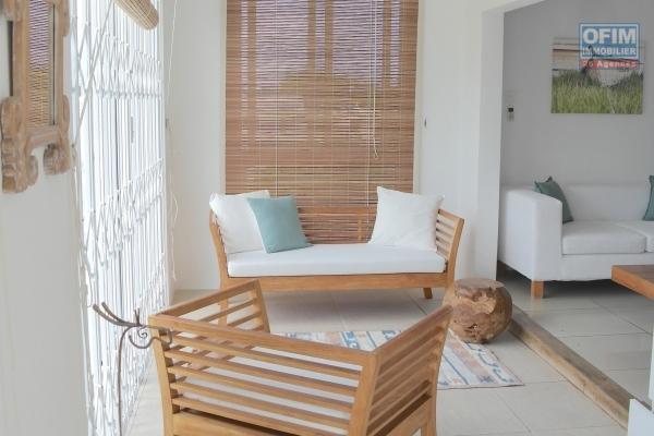 Rivière Noire à louer ravissant appartement 3 chambres climatisées avec piscine et proche de la plage.