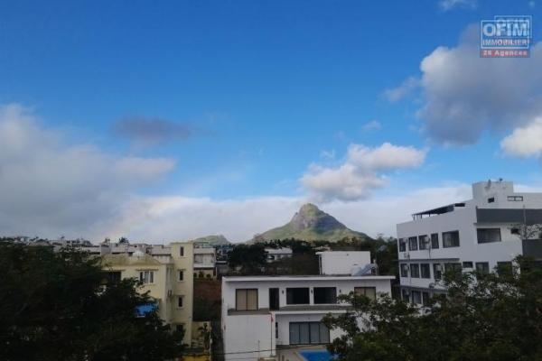 Appartement sur 2 étage neuf à louer en long terme à Flic en Flac avec magnifique vue sur la montagne, avec  parking