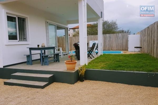 Albion à louer villa 3 chambres avec piscine située dans un quartier résidentiel et calme.