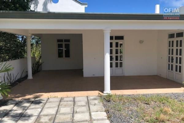 A vendre une villa neuve à 300 mètres de la mer à Calodyne tout prêt des hôtels, des commodités et commerces.