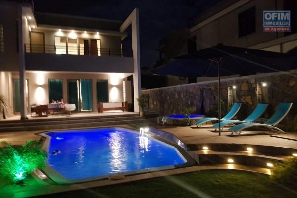 Albion à louer splendide et grande villa 4 chambres avec piscine et garage qui se situe dans un quartier résidentiel et calme.