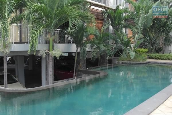 Flic en Flac à louer appartement 3 chambres climatisées situé au bord de la plage, dans une résidence sécurisée avec ascenseur et piscine au calme.