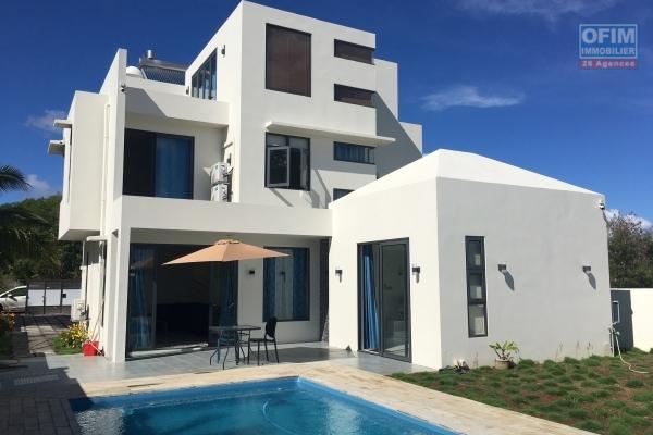 Prix en baisse : Villa neuve 4 chambres plus salle de jeu et bureau à Mon Choisy (domaine privé et sécurisé).