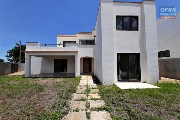 Albion à vendre maison moderne de 4 chambres offrant calme et sérinité.