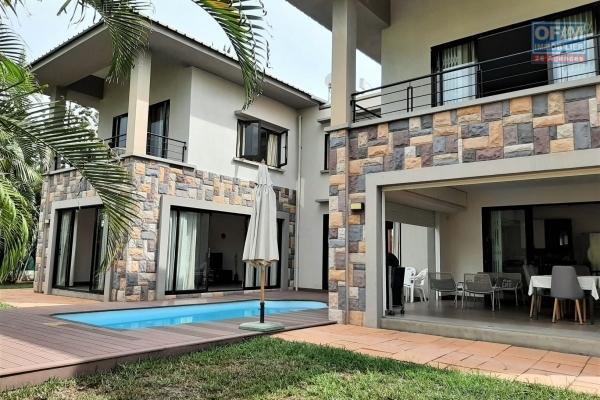 La Preneuse à louer villa moderne de 4 chambres à coucher avec piscine et belle vue sur la Tourelle.
