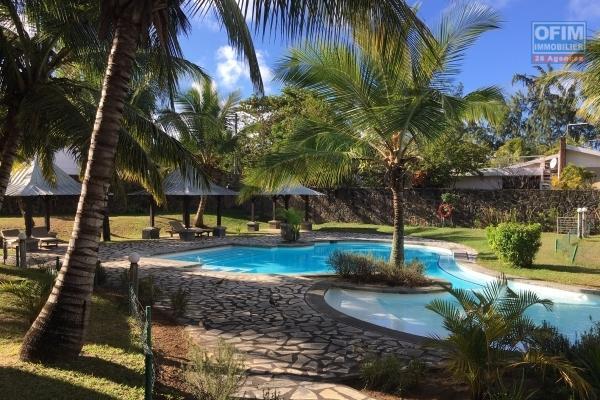 A louer duplex F4 avec piscine commune et proche du lagon à Bain Boeuf.