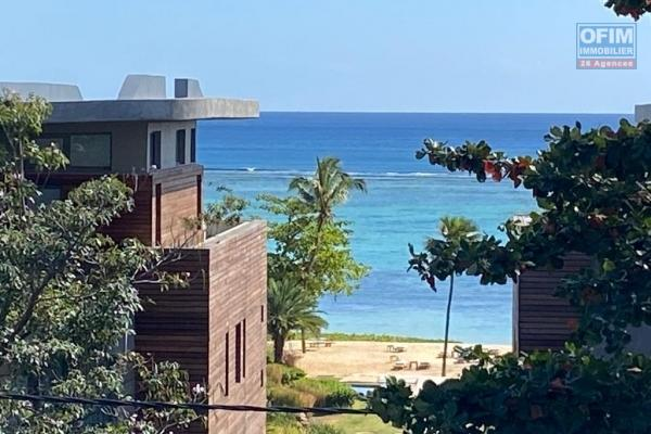 Rivière Noire à vendre magnifique et spacieux penthouse avec jacuzzi, situé dans une résidence sécurisée possédant une piscine commune, proche de la plage et des commerces.