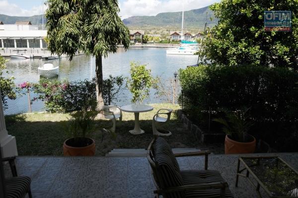 Agréable appartement neuf et meublé en rez de chaussé avec jardin situé sur la marina, avec vue sur l'océan et montagne dans un calme absolu.