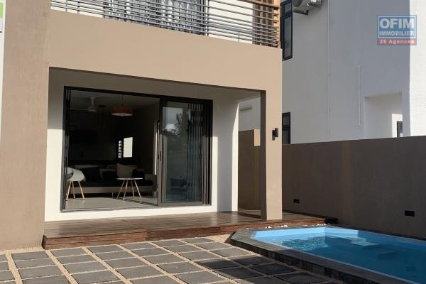 Flic en Flac à louer belle villa neuve duplex 3 chambres avec piscine entièrement meublé et décoré avec goût au calme à 5 minutes de la plage et des commerces.