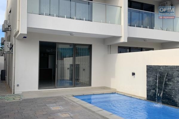 Flic en Flac à louer belle villa neuve duplex 4 chambres avec piscine entièrement meublé et équipée au calme à 5 minutes de la plage et des commerces.