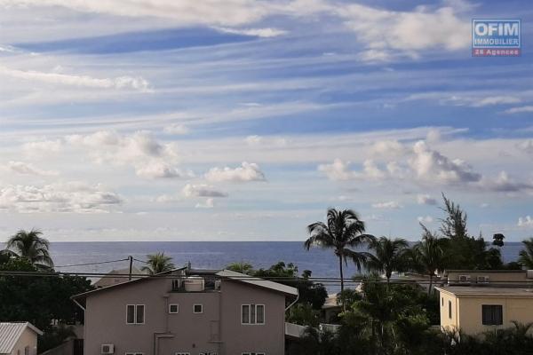 Tamarin à louer confortable appartement de 3 chambres très bien situé et offrant une belle vue mer.