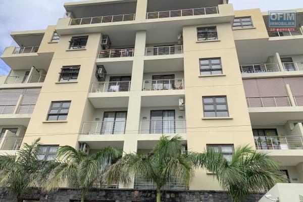 Vieux quatre bornes à vendre appartement 3 chambres qui possède une vue dégagée, situé dans une résidence sécurisée de standing avec 2 ascenseurs et 2 parkings couverts.