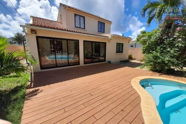 Maison 3 chambres sur terrain 12 perches avec piscine à vendre à Grand Gaube (150m de la mer).
