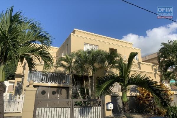 Albion à vendre agréable villa 4 chambres et garage située dans un quartier résidentiel et calme.