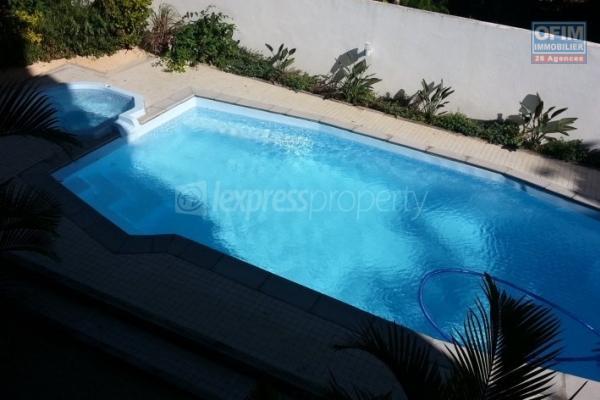 A louer appartement meublé de 3 chambres avec une vue imprenable dans résidence avec piscine a Rivière Noire île Maurice