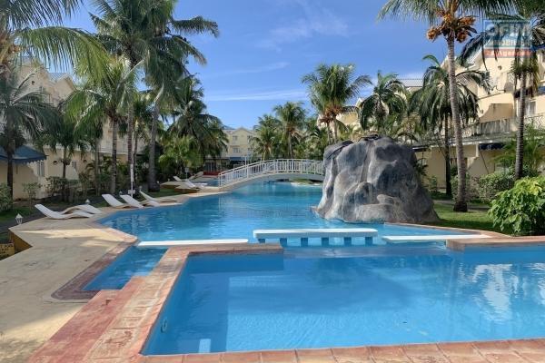 Flic en Flac à louer appartement 2 chambres situé au rez-de-chaussée d'une résidence avec sécurisée avec piscine et à 2 minutes de la plage et des commerces.