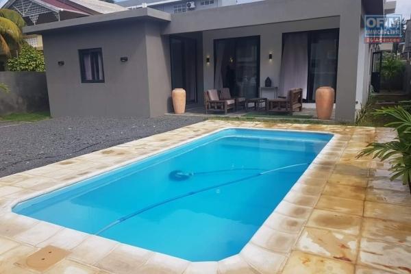 Flic en Flac à louer récente villa 4 chambres climatisées avec piscine au calme et à deux pas de la plage.