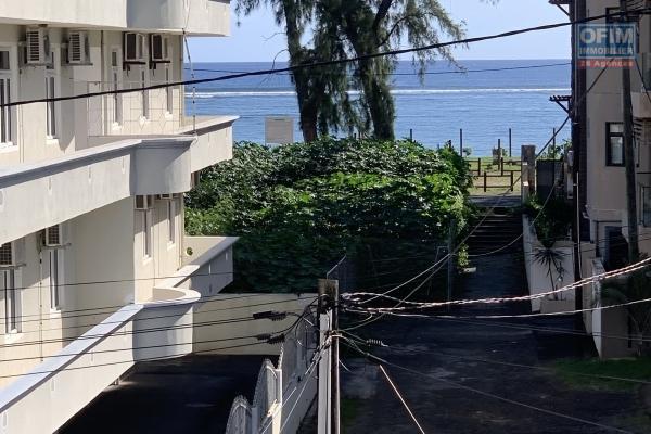 Flic en Flac à louer appartement 3 chambre à 20 mètres de la plage au calme.